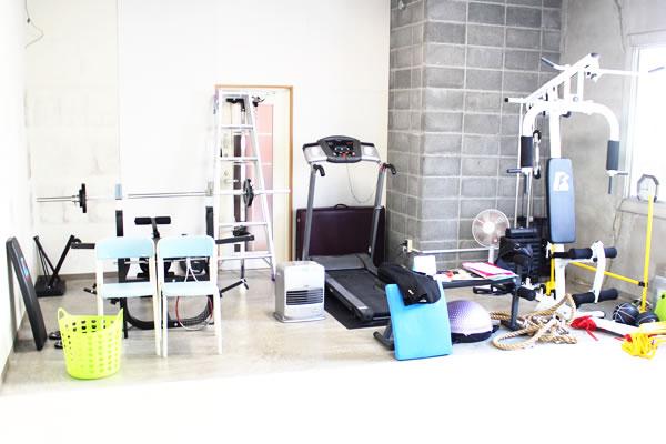 多くのトレーニングマシンを、アスリートの課題に合わせて使い分ける。